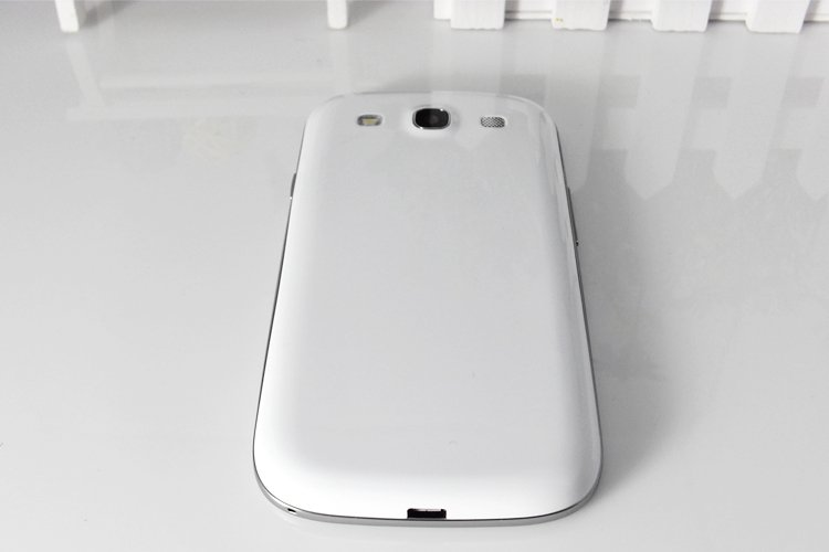F9300 - смартфон, Android 4.0.3, MTK6577 (2x1.2GHz), 4.7