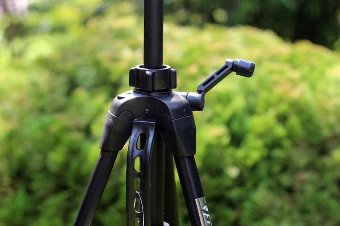 Штатив-тренога для видеокамеры с панорамной головкой WT-3730