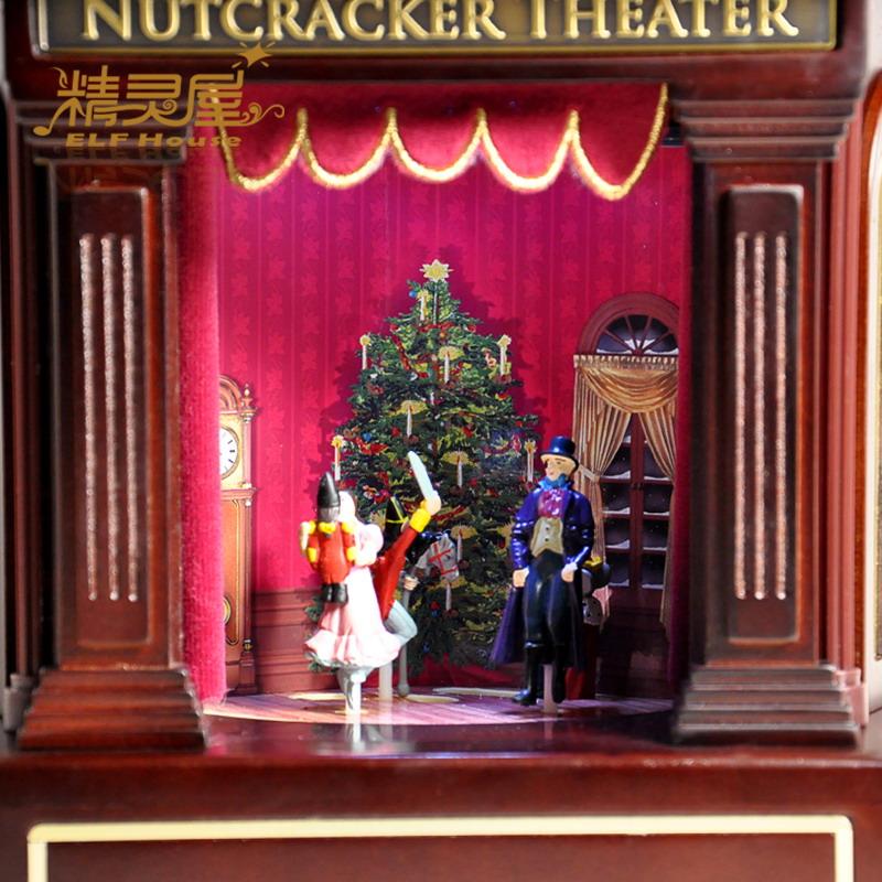 Музыкальная шкатулка в виде сцены