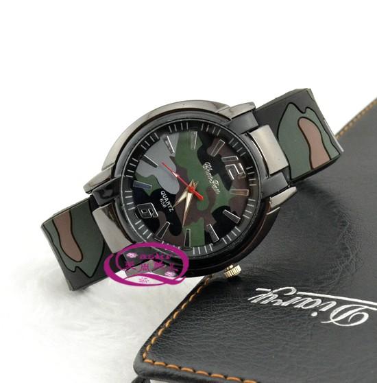 658 - Кварцевые часы в стиле