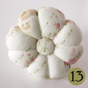 Маленькие подушки с ручной вышивкой крестом