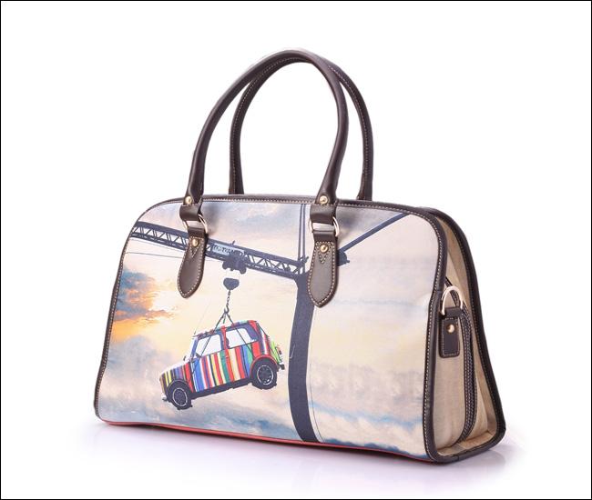 Вместительная дорожная сумка
