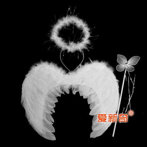 Детский костюм в виде ангельских крыльев с ореолом