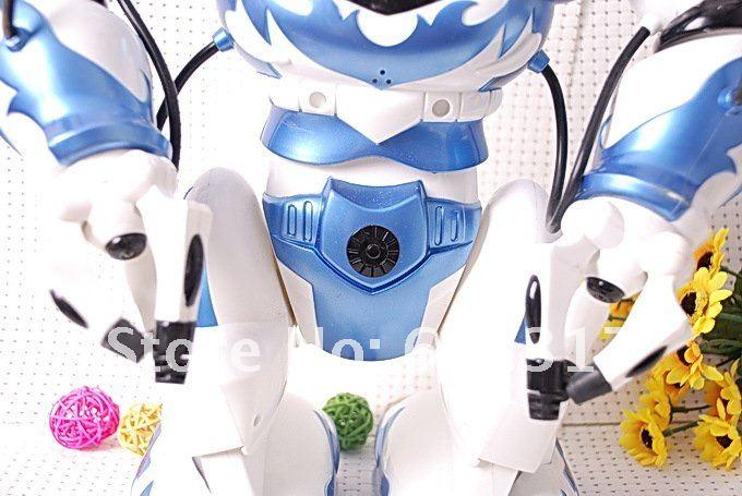 Roboactor TT-331 - радиоуправляемый робот с ИК-пультом и голосовым управлением