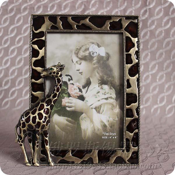 Оловянная фоторамка с жирафом