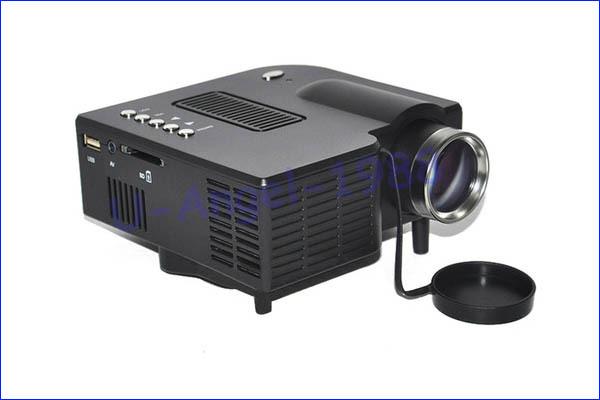 UC20 - небольшой цифровой светодиодный проектор, HD, SC / MMC до 8 Гб, USB