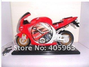 Часы в виде гоночного мотоцикла