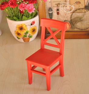 Декоративный маленький стул