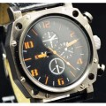 Мужские наручные часы с оранжевыми цифрами Q002