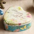 Жестяная коробка в виде сердца с надписью