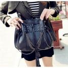 Модные сумочки женские кожаные черные с черепами, цепочками и кисточками, на плечо / в руки D0417