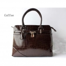 Модные сумки-почтальонки женские из лакированой крокодиловой кожи MOQ