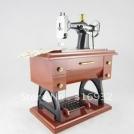 Музыкальная шкатулка в форме швейной машины