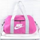 Розовая спортивная сумка